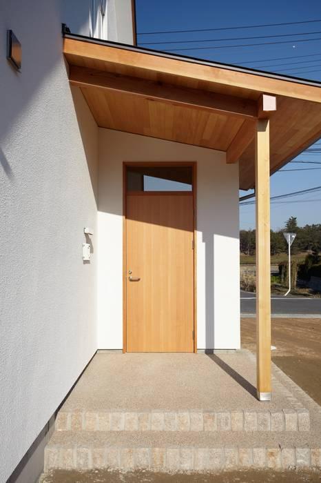 Puertas modernas de FOMES design Moderno