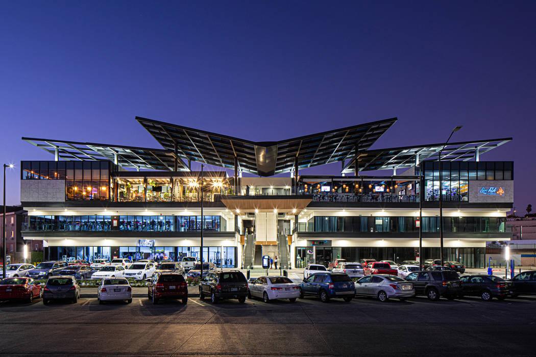 Plaza Paseo del Rio Centros comerciales de estilo moderno de IAARQ (Ibarra Aragón Arquitectura SC) Moderno