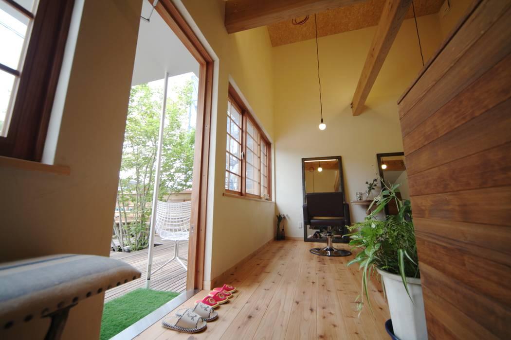 美容室 入口 北欧スタイルの 寝室 の 株式会社高野設計工房 北欧