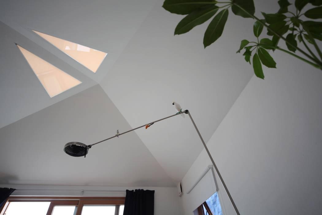リビング天井 北欧デザインの リビング の 株式会社高野設計工房 北欧