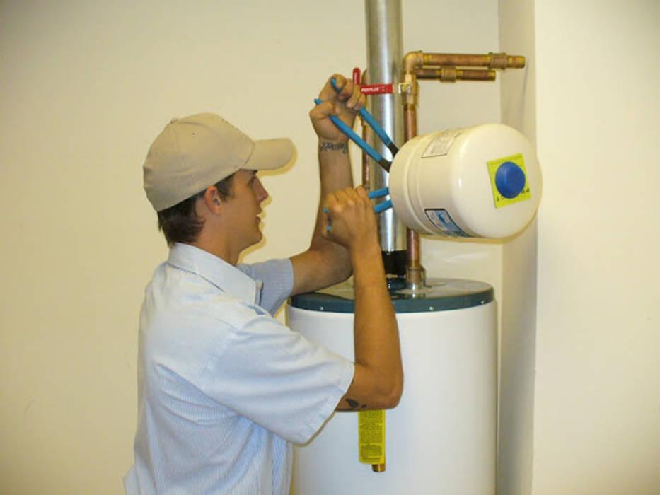 plumbers kuilsriver:  Bathroom by Brackenfell Plumber Pro's (Pty) Ltd, Classic