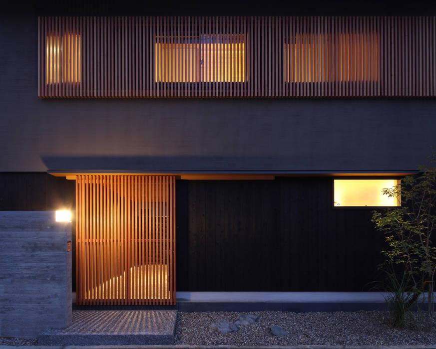 床座の家-土間と離れ蔵のある家- 日本家屋・アジアの家 の Studio tanpopo-gumi 一級建築士事務所 和風