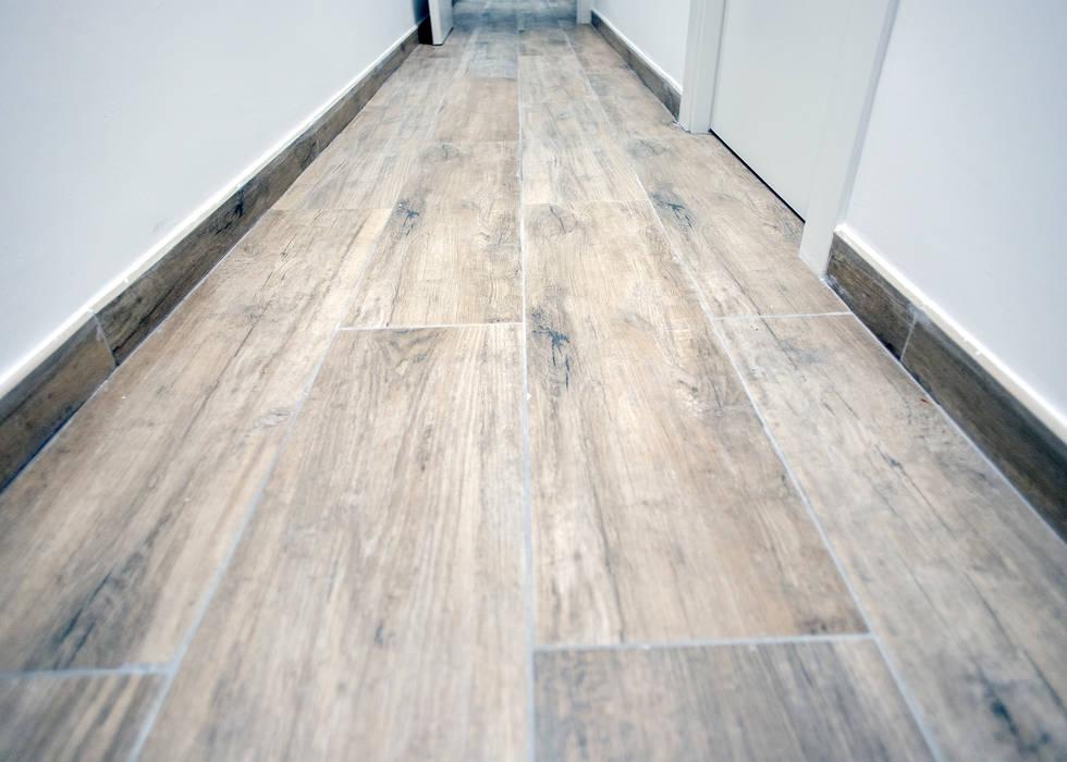 Suelo de acabado en madera de Grupo Inventia Moderno Cerámico