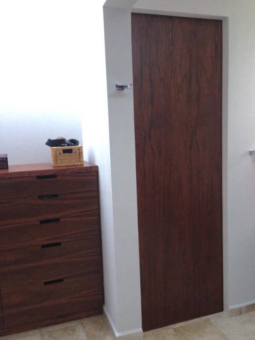BAÑO DE RECAMARA PRINCIPAL Y VESTIDOR Alejandra Zavala P. Baños modernos Madera maciza Acabado en madera