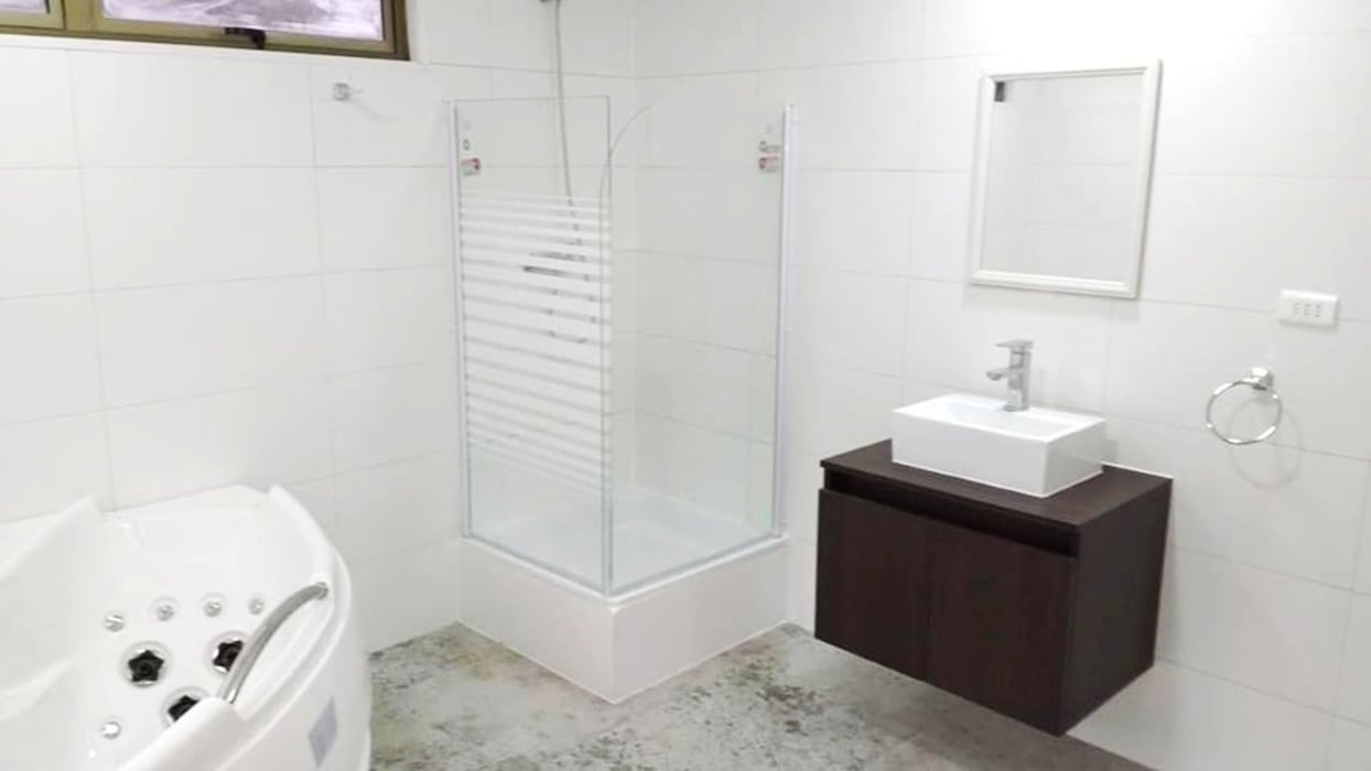 Baños minimalistas de Montgreen Ecomodular Minimalista