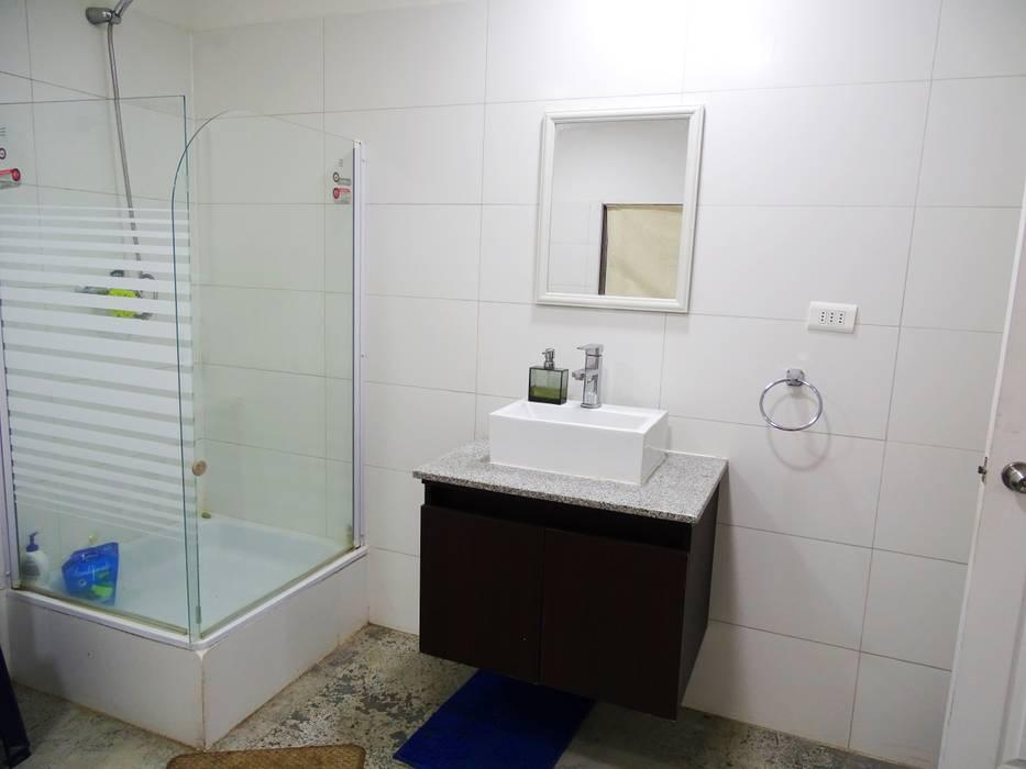 Refugio Linares Baños de estilo minimalista de Montgreen Ecomodular Minimalista