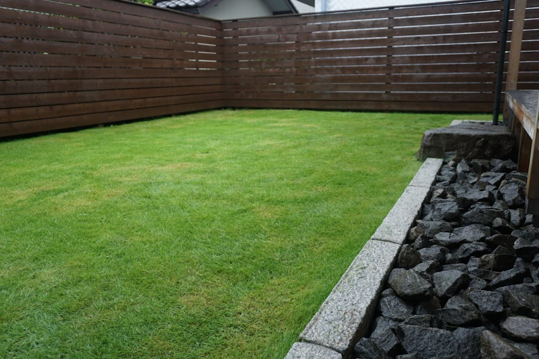 Jardines de estilo moderno de 庭良/高橋良仁庭苑設計室 Moderno
