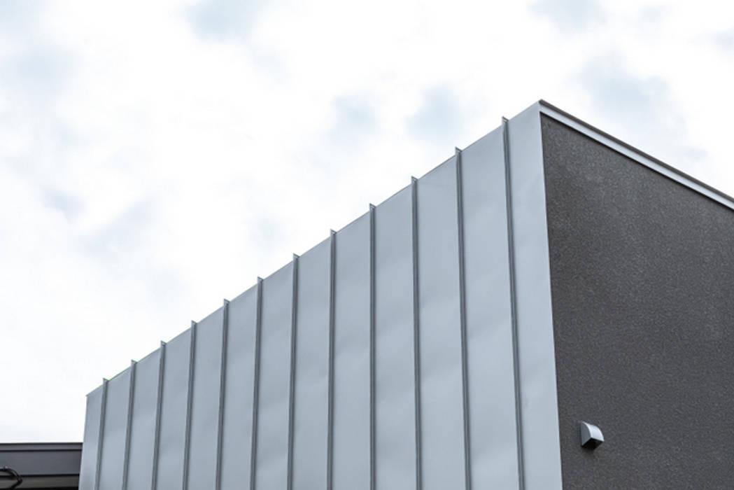 Dinding & Lantai Modern Oleh oro株式会社 Modern Besi/Baja