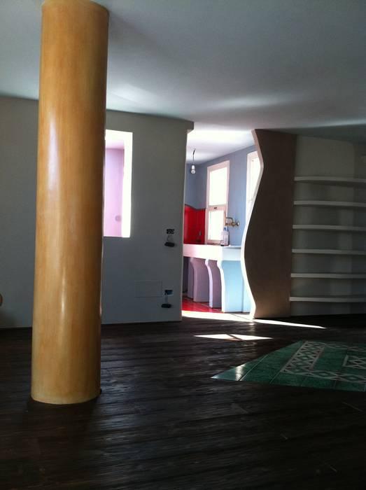 Decorated Column por ARTE DELL' ABITARE Eclético Concreto
