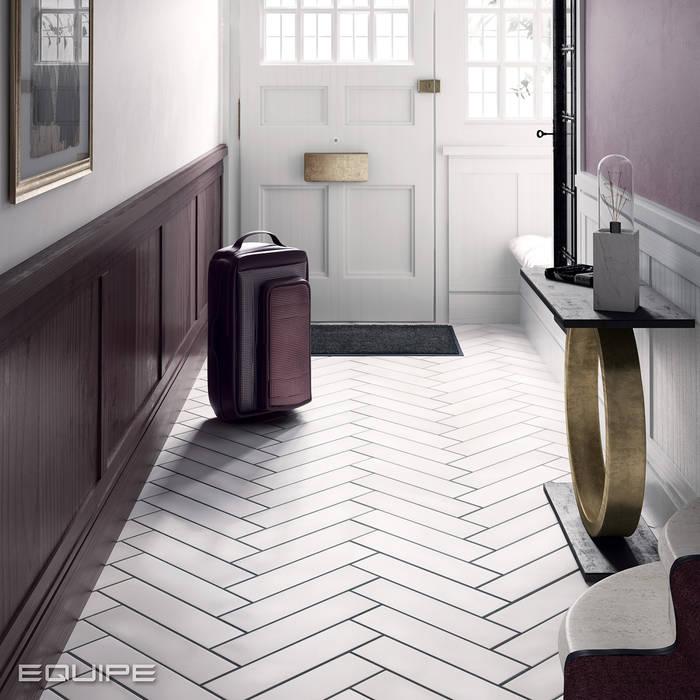 Couloir, entrée, escaliers modernes par Equipe Ceramicas Moderne Tuiles