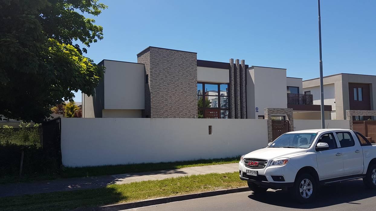 VIVENDA CONTEMPORANEA 520M2: Casas unifamiliares de estilo  por DUHOUSE, Mediterráneo Concreto