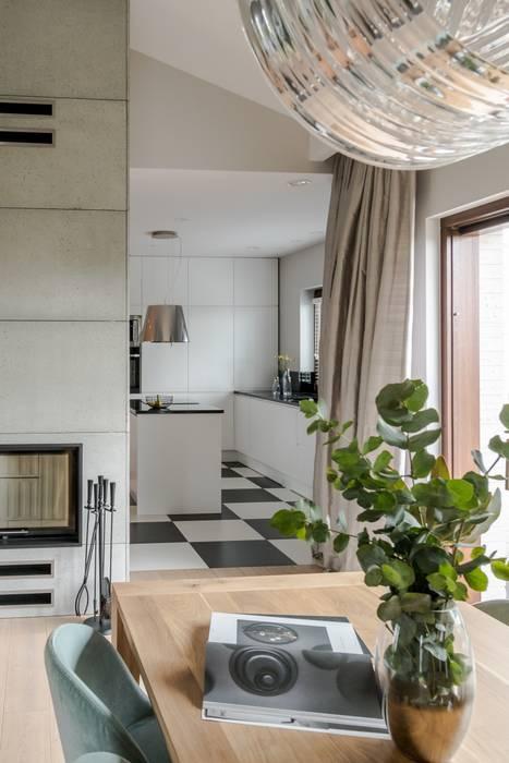 Dom w stylu skandynawskim z elementami glamour Skandynawska jadalnia od Bargański Pracownia Wnętrz Skandynawski