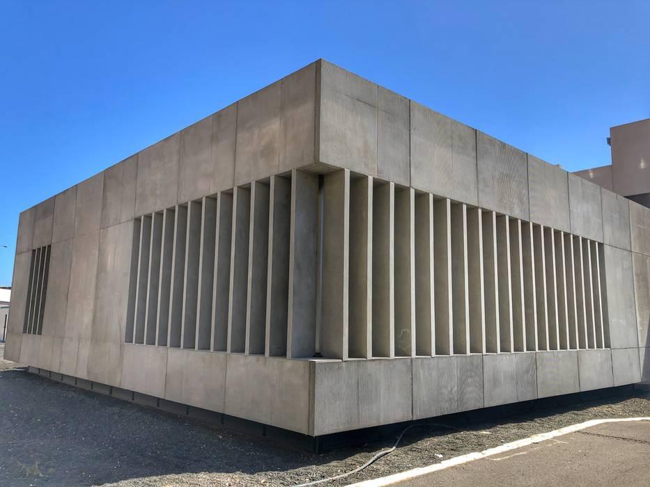 Estádios minimalistas por RÖ | ARQUITECTOS Minimalista Concreto