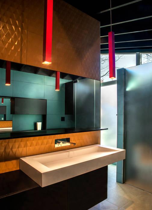 KUBE architecture Baños de estilo moderno