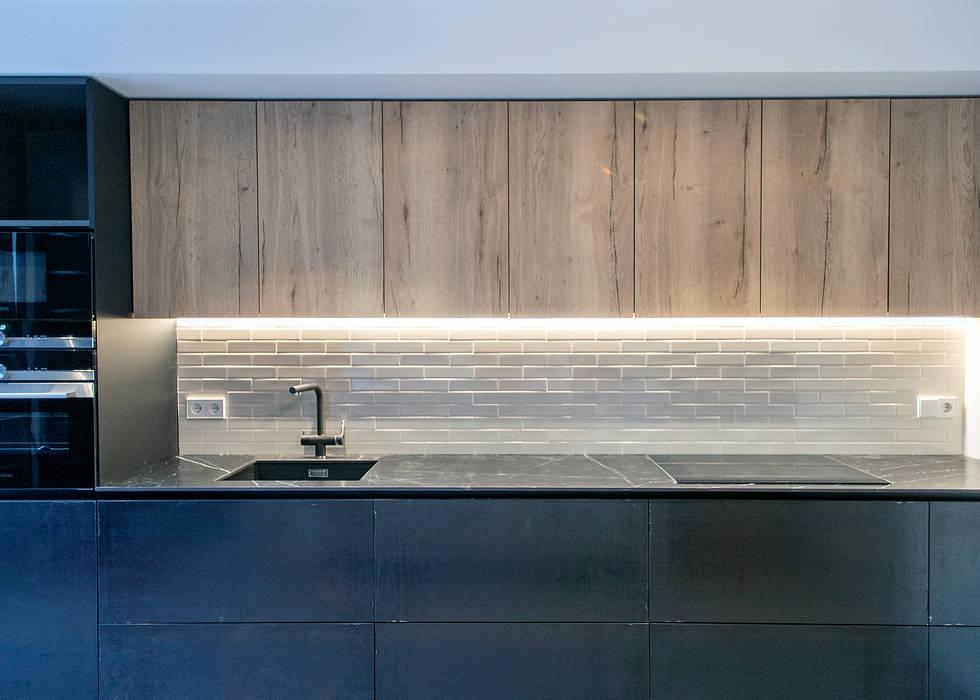 Almacenaje cocina Cocinas de estilo moderno de Grupo Inventia Moderno Compuestos de madera y plástico