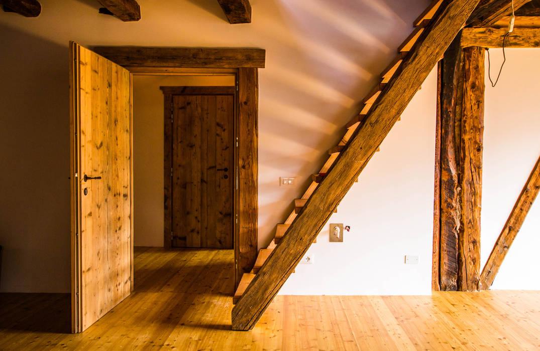 Monico Impianti Salones de estilo rural Madera Acabado en madera
