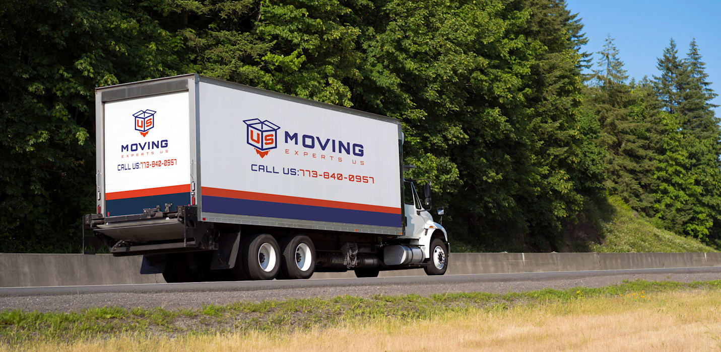 Moving Experts US:  Houses by Moving Experts US, Modern