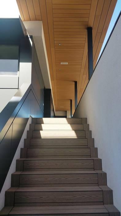Edificio 2 Viviendas y Oficina, realizado sobre construcción existente en construcción seca, estructura Steel Framing. Casas de estilo moderno de HA2 ARQUITECTOS Moderno Metal