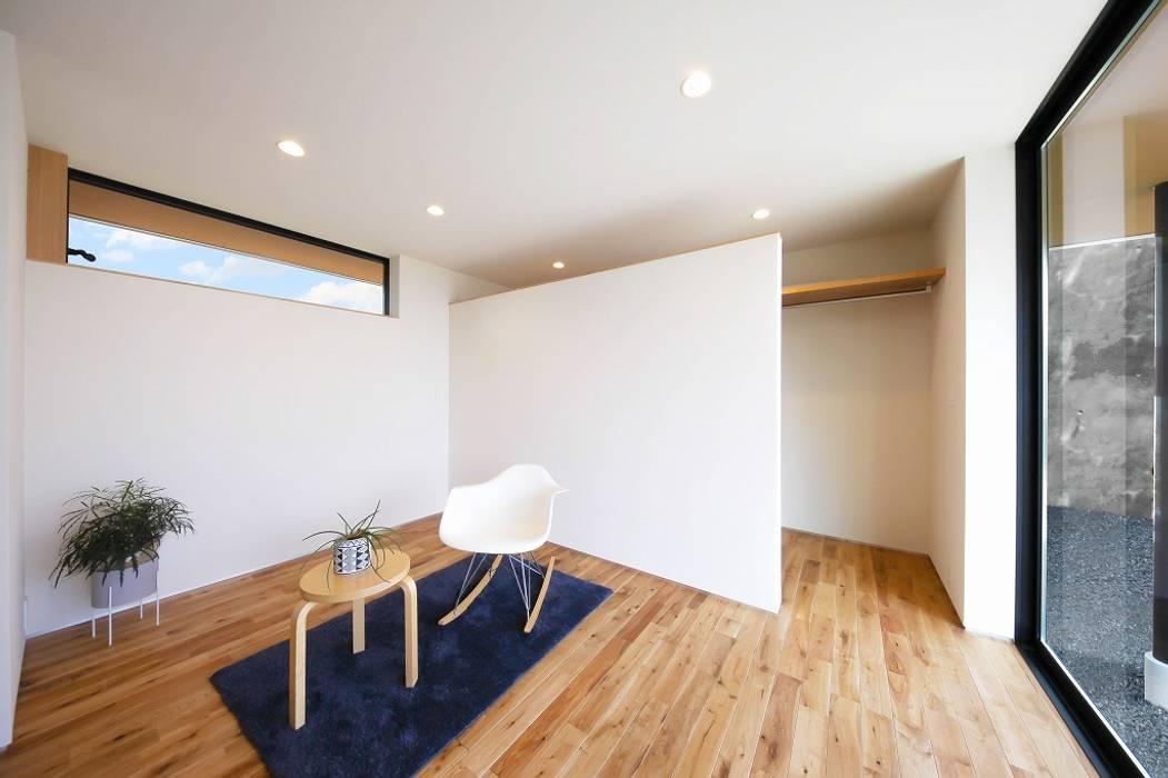 Ausgefallene Schlafzimmer von STaD(株式会社鈴木貴博建築設計事務所) Ausgefallen