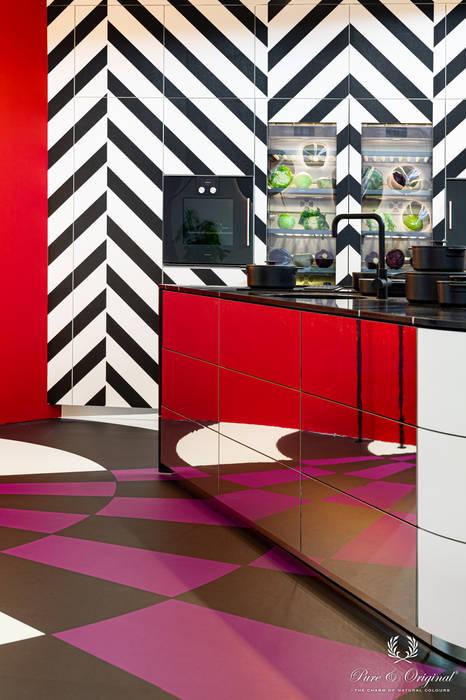 Moderne opvallende keuken met fel rood en krachtig paars Pure & Original Keukenblokken Metaal Rood