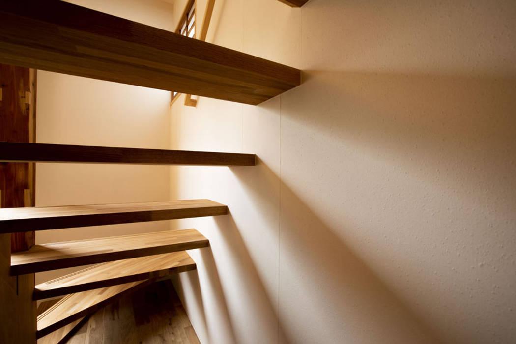 Oleh 光風舎1級建築士事務所 Asia Kayu Wood effect