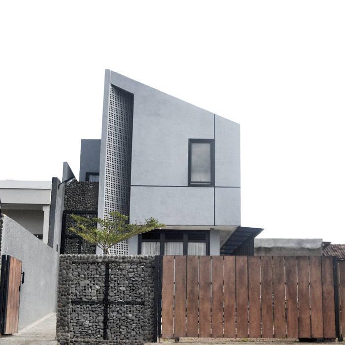 Rumah Cihanjuang Regi Kusnadi Balkon, Beranda & Teras Minimalis