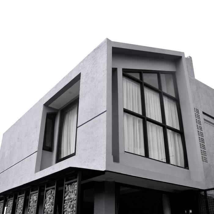 Rumah Cihanjuang Pintu & Jendela Minimalis Oleh Regi Kusnadi Minimalis