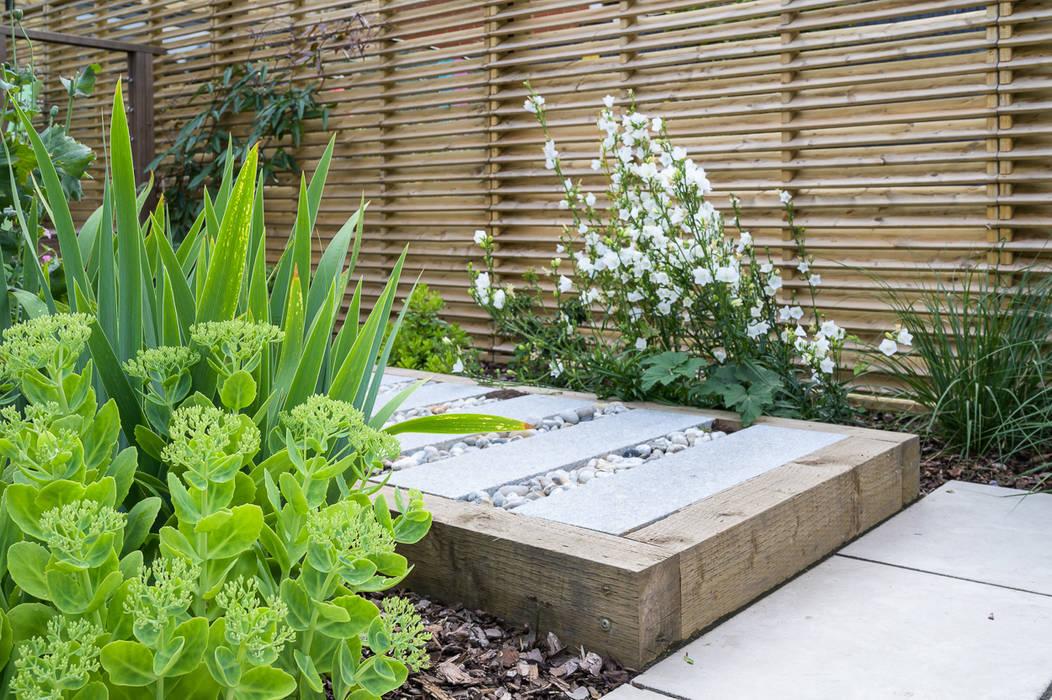 Railway sleeper garden path توسط Earth Designs مدرن