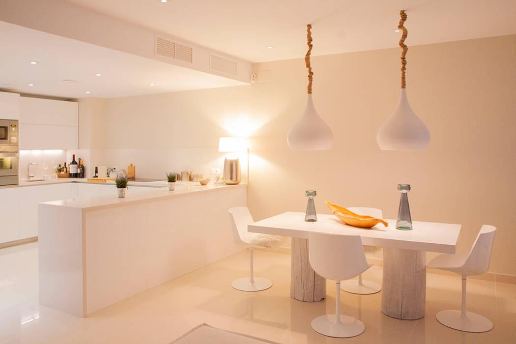 Salle à manger moderne par DC PROJECTS Diseño de interior Málaga Moderne