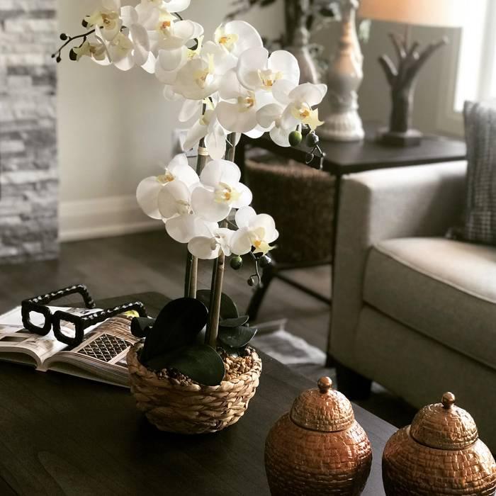 Toronto Home Staging Ruang Keluarga Modern Oleh DeeDecors Home Staging & Interior Design Modern