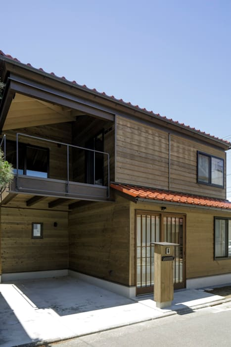 โดย スタジオ・スペース・クラフト一級建築士事務所 ผสมผสาน ไม้จริง Multicolored