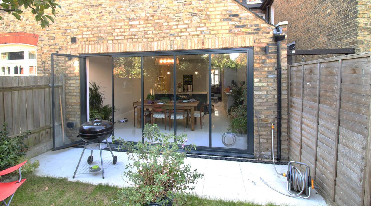 Canford Road, Clapham Common - SW11 Modern Kitchen by APT Renovation Ltd Modern