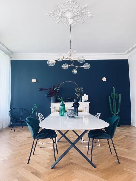 Rénovation d'une maison de 400 m2 Salle à manger moderne par ANNE MATTEI Moderne