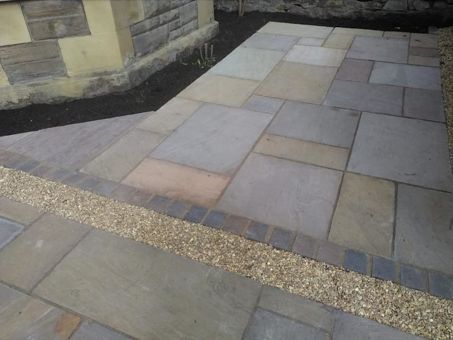 A garden patio design for Edinburgh by Colinton Gardening Services - garden landscaping for Edinburgh Minimalist