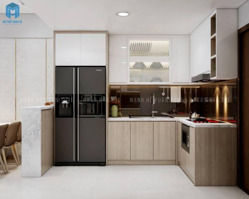 Thật tiện dụng khi có tủ bếp sát trần cùng ô chứa tủ lạnh gọn gàng Nhà bếp phong cách Địa Trung Hải bởi Công ty TNHH Nội Thất Mạnh Hệ Địa Trung Hải