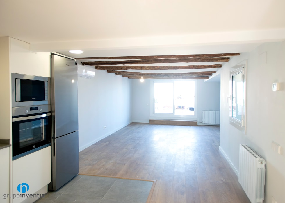 Salón con luz natural Livings de estilo moderno de Grupo Inventia Moderno Concreto