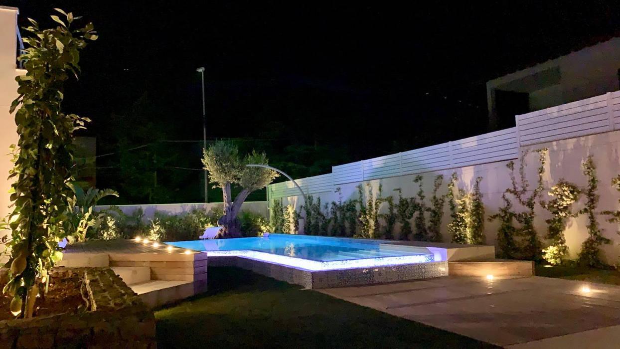 Piscinas de estilo moderno de danielainzerillo architetto&relooker Moderno