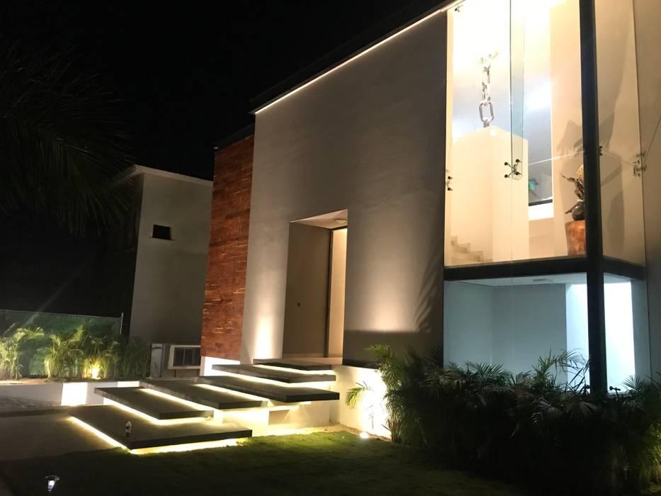 Casas estilo moderno: ideas, arquitectura e imágenes de Jorlaineta Design & Construction Moderno