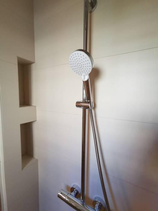 Salle de douche rénovée par Nuance d'Intérieur. Salle de bain moderne par Nuance d'intérieur Moderne