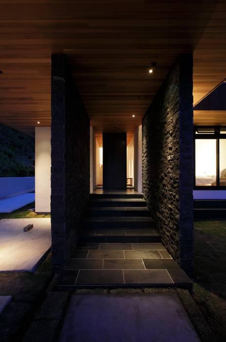 Casas estilo moderno: ideas, arquitectura e imágenes de キューボデザイン建築計画設計事務所 Moderno