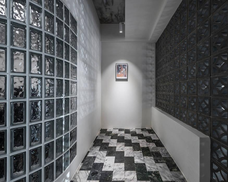 Asian corridor, hallway & stairs by 漢玥室內設計 Asian Marble