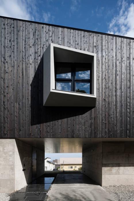 โดย キューボデザイン建築計画設計事務所 โมเดิร์น