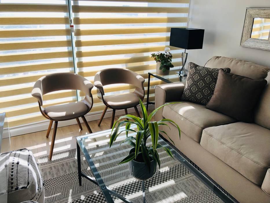 Sofá 3 cuerpos y sítiales Livings de estilo moderno de Oscar Saavedra Diseño y Decoración Spa Moderno