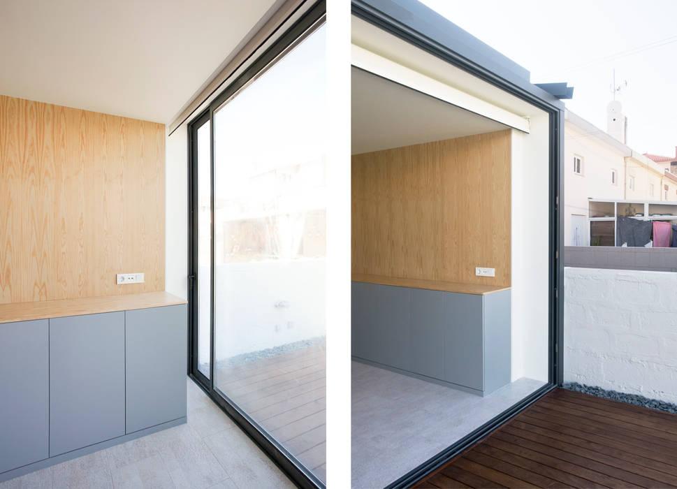 Balkon, Beranda & Teras Minimalis Oleh IN-PROOV Minimalis