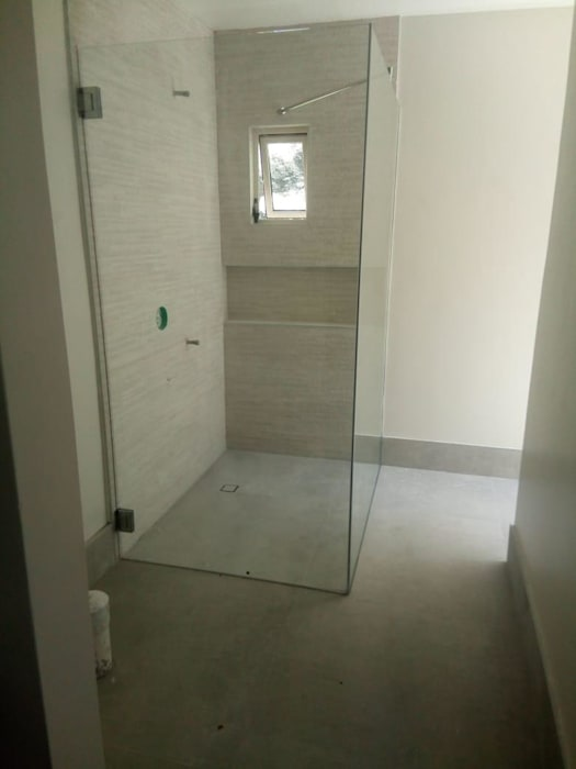 Modern style bathrooms by INSU GLASS SA DE CV Modern