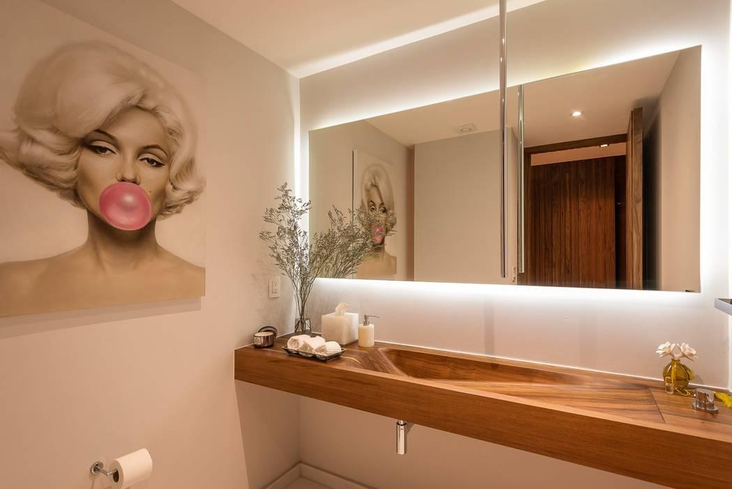Concepto Taller de Arquitectura Modern Bathroom by Concepto Taller de Arquitectura Modern