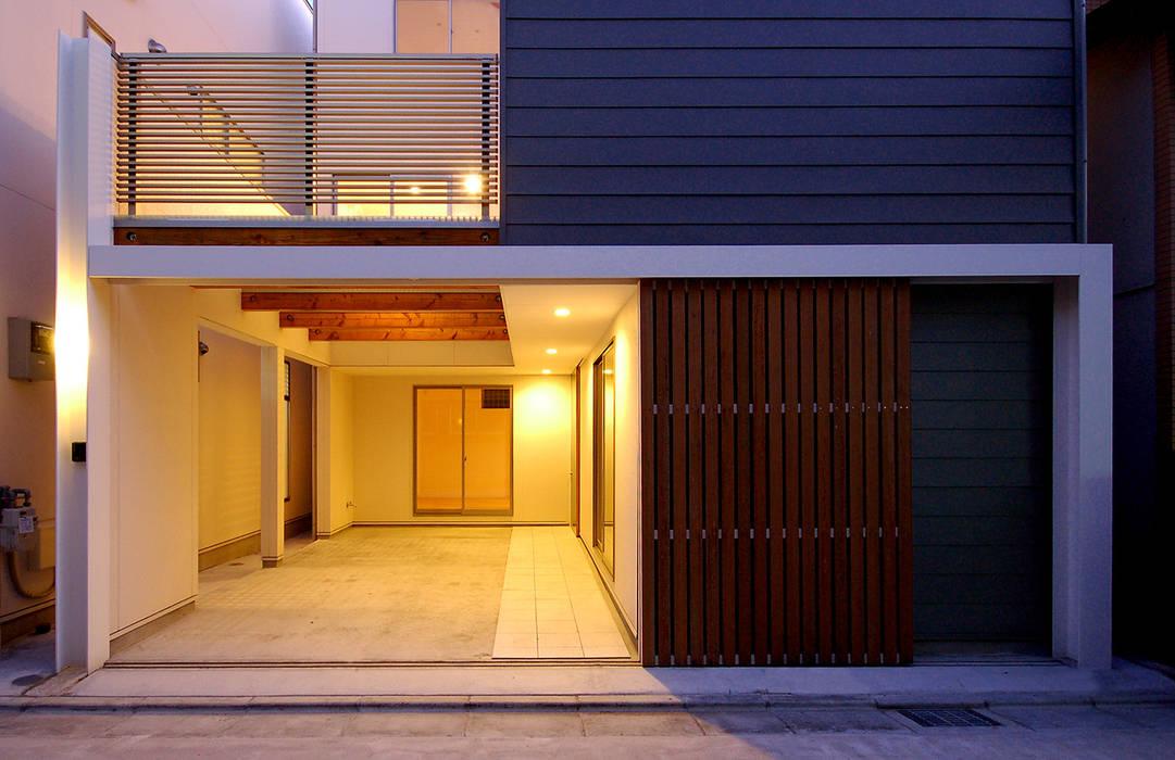 Garasi Modern Oleh HAMADA DESIGN Modern