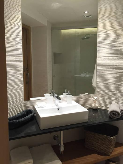 Detalle de baño Baños de estilo moderno de GARLIC arquitectos Moderno
