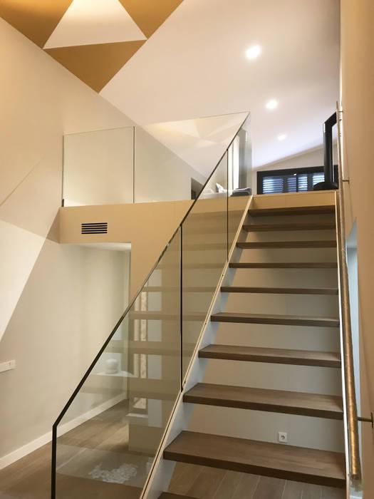 Detalle escalera interior de GARLIC arquitectos Moderno