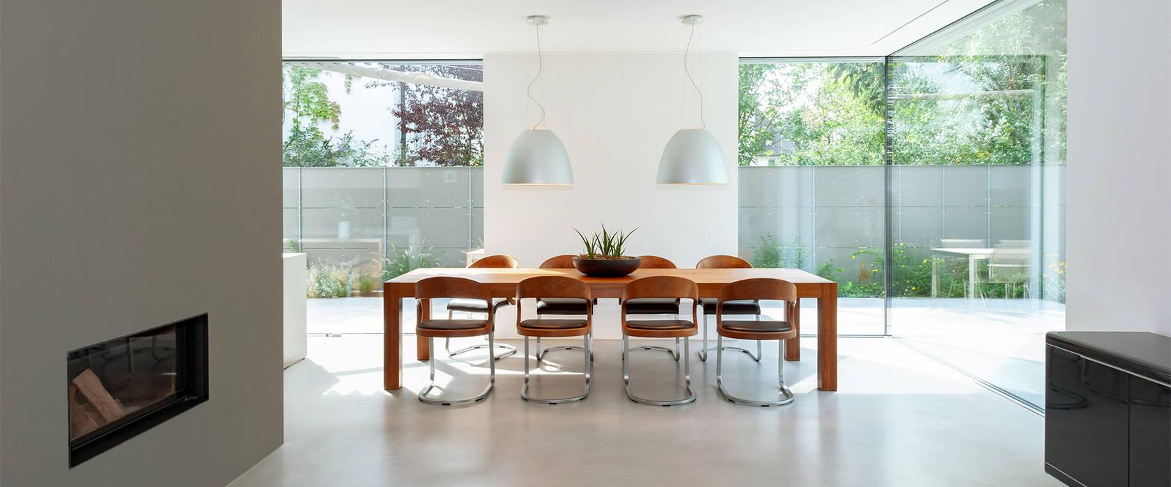 Modern dining room by GRIMM ARCHITEKTEN BDA Modern Wood Wood effect